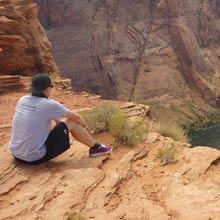 Work und Travel, USA, Junge, Canyon, sitzen