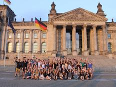 schueleraustausch-vorbereitungstreffen-gruppenbild-berlin-mitarbeiter